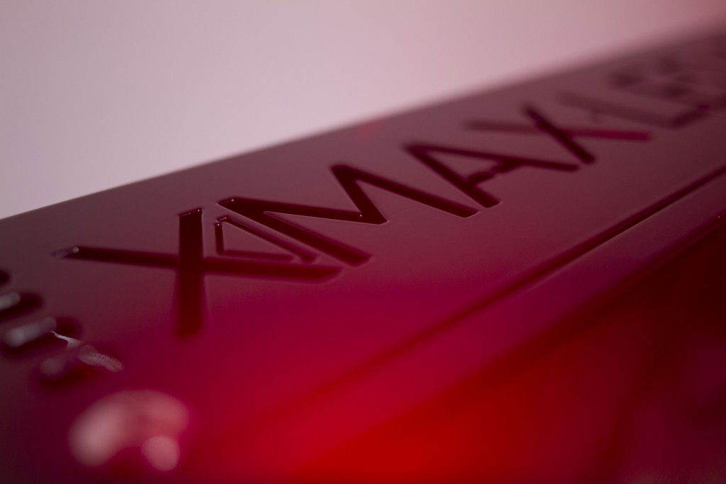 Closeup-XMAX-Logo-engravement